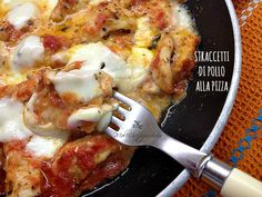 We begin lightly flouring the chicken slices, then cut into strips or squares… Quick Recipes, Wine Recipes, Indian Food Recipes, Italian Recipes, Ethnic Recipes, I Love Food, Good Food, Slow Cooker Recipes, Cooking Recipes