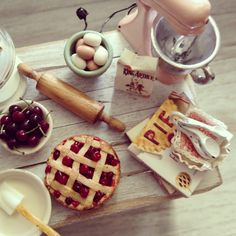 Baking pie love...... 1:12 scale dollhouse miniatures