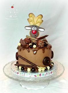 Chocolate overload cake with Reindeer topper - Cake by Vanessa Rodríguez