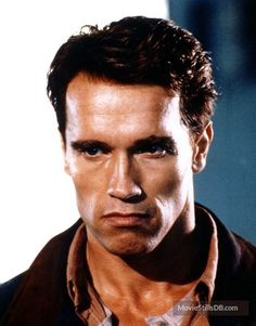 A gallery of Total Recall publicity stills and other photos. Featuring Arnold Schwarzenegger, Sharon Stone, Rachel Ticotin, Paul Verhoeven and others. Arnold Schwarzenegger Muscle, Arnold Schwarzenegger Bodybuilding, Ghost Movies, Sci Fi Movies, Predator, Arnold Movies, Olympia Fitness, Capas Dvd, Total Recall
