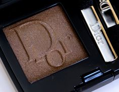 The new Diorshow Mono Eye Shadow in Panama Can be applied dry or with a wet brush for extra drama