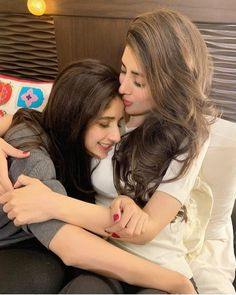 Sister's love is something that is beyond everything💯💯 Mawra Hocane shared adorable picture with her lovely sister Urwa Hocane. Brother Sister Love Quotes, Friend Poses Photography, Birthday Girl Pictures, Sisters Goals, Celebrity Siblings, Actors Images, Stylish Girl Pic, Pakistani Actress, Girl Poses