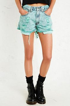 Vintage Renewal Overdyed Distressed Levi's Denim Shorts in Green - Urban Outfitters