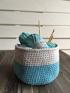 Knitting İdeas - Tuto : Corbeille en crochet - My Popular Photo Crochet Diy, Crochet Amigurumi, Tunisian Crochet, Crochet Home, Crochet Stitches, Knitting Projects, Crochet Projects, Patron Crochet, Pom Poms