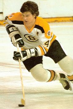 Bobby Orr could dominate the game of hockey....Brad Park was my favorite, but this guy was the best.