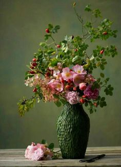 Floral arrangements and beautiful bouquets refresh the ambience - Blumen binden - Arranjos Fall Flowers, Fresh Flowers, Beautiful Flowers, Wedding Flowers, House Beautiful, Beautiful Bouquets, Pink Flowers, Sogetsu Ikebana, Fall Planters