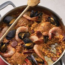 Traditional Spanish paella uses saffron, which adds a vibrant gold color and distinctive flavor. If you are unable to find it, this version is equally delicious without it. Chicken Paella, Seafood Paella, Seafood Dishes, Seafood Recipes, Cooking Recipes, Healthy Recipes, Cooking Stuff, Healthy Habits, Easy Recipes