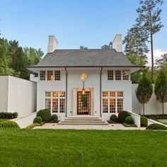 """Terra Palmer Designs on Instagram: """"Probably one of my favorite exterior designs! Share with someone who needs to see a perfect home! @beneckihomes @ruardveltmanarchitecture…"""" Roof Lines, Modern Farmhouse Exterior, Atlanta Homes, Southern Homes, Concept Architecture, Home Fashion, Exterior Design, Building A House, House Design"""