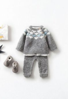 How To Create A New Baby Capsule Wardrobe Everything you need to know about creating a new baby capsule wardrobe, from the number of bodysuits to how many pairs of socks! Take a look through the list and see what you need to get > Kids Clothes Patterns, Baby Dress Patterns, Baby Knitting Patterns, Knit Baby Sweaters, Knitted Baby Clothes, Fall Wedding Outfits, Knitting For Kids, Free Knitting, Baby Cardigan