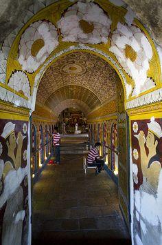 Sri Dalada Maligawa - Temple of the Tooth, Kandy, Sri Lanka (www.secretlanka.com)