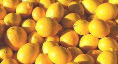 Para penduduk Mesir Kuno percaya bahwa lemon merupakan penangkal manjur untuk beragam jenis racun. Para wanita yang menghauskan tubuh langsing juga percaya bahwa lemon bisa membantu melancarkan pencernaan dan membantu