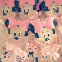 Minnie Mouse Pops  #CustomChocolateCandies #ChocolateLollipops #MinnieMouse. Thanks again @edibleartofbcs :) #Padgram