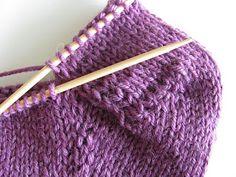 Ristiin rastiin: Kärjestä aloitettu sukka, ohje Knitting Socks, Knitted Hats, Slippers, Crochet Batwing Tops, Tricot, Knit Socks, Slipper, Flip Flops, Knit Hats