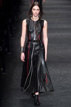 Défilé Alexander McQueen prêt-à-porter femme automne-hiver 2017-2018 2