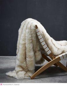 Essenza bedtextiel najaar 2017 - #slaapkamer #bedroom #wonen #interieur Fur Blanket, Plaid, Inspiration, Accessories, Gingham, Biblical Inspiration, Inspirational, Fur Rug, Tartan