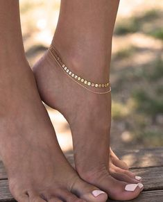 Layered Anklet with Coin Chain, Layering Foot Bracelet, Gold Filled or Sterling Silver Layered anklet with coin or disc chain. Simple gold anklet for women, perfect foot bracelet for the beach. Ankle Jewelry, Cute Jewelry, Body Jewelry, Jewelry Accessories, Stylish Jewelry, Silver Jewelry, Fashion Accessories, Silver Bangles, Pandora Jewelry
