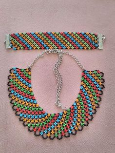 Free Flower Beaded Necklace Pattern featured in Bead-Patter Beaded Necklace Patterns, Necklace Designs, Beaded Bracelets, Necklace Ideas, Seed Bead Necklace, Seed Bead Jewelry, Seed Beads, Beard Jewelry, Homemade Necklaces