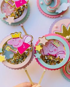 Eid Crafts, Cute Crafts, Birthday Cake Toppers, Cupcake Toppers, Art For Kids, Crafts For Kids, Shaker Cup, Peppa Pig, Pig Party