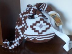 Mochila Cuerpo Blanco-Cafe  Size : 12 x 13 inches  32 x 27 cms  Weight : 14.11 ounces  400 grs  Description :  Cotton yarns handmade in  traditional Crochet         Euros$13.60  US$18