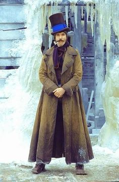 """Director Martin Scorsese's """"Gangs of New York"""". Daniel Day-Lewis as 'Bill the Butcher' shown. Martin Scorsese, Movies Showing, Movies And Tv Shows, Sandy Powell, Gangs Of New York, Daniel Day, Day Lewis, Photo Portrait, Movie Costumes"""