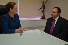 De Cara  Com a Verdade : G. Dias MA, o seu diário de notícias.: Procuradora-geral de justiça recebe visita do gove...