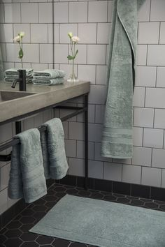Dark Interiors, Laundry In Bathroom, Grey Bathrooms, Bathroom Inspiration, Vintage Decor, Green And Grey, Bath Mat, Building A House