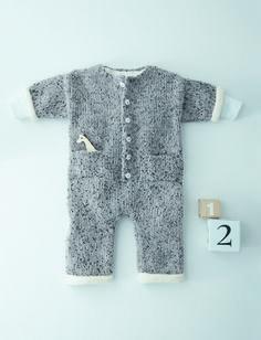 Layette 2016 : Pour envelopper bébé de douceur, une combinaison tricotée en jersey et maille serrée, parfaite pour le protéger des premiers froids. Un modèle proposé de la taille 3 mois à 16 mois.