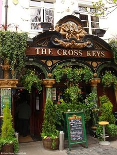 London is famous for having some of the best pubs and with very good reason. With so many to choose from, though, check out Time Out's guide to London boozers to steer you in the right direction. Oh The Places You'll Go, Places To Travel, Places To Visit, Ideas Pub, Best Pubs, Best London Pubs, Best Places In London, London Cafe, Pub Design