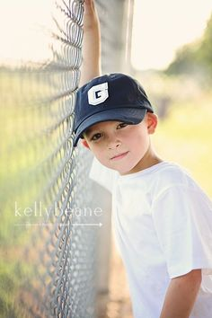 101 Guide Photo Poses for Boy, How to be a Male Model & Pose Techniques - Baseball boys Baseball Photography, Sport Photography, Family Photography, Portrait Photography, Wedding Photography, Kind Photo, Baseball Photos, Baseball Games, Baseball Photo Ideas