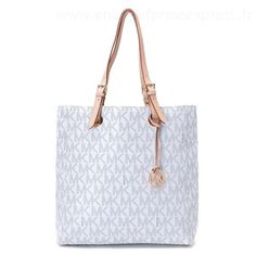 Michael Kors Jet Set Voyage MK Logo Petit Sac vanilleSelma Handbag Uk #fashionbag#jewellery #jewellerydesign}