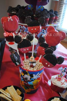 lincoln-2nd-birthday-mickey-mouse-clubhouse-party-food-ideas-cupcakes-cheese-fruit-cake-pops-3.jpg 288×432 pixels