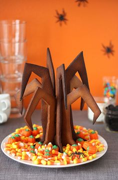 Halloween Gingerbread Tree · Edible Crafts #Halloween #party #ideas #food #candy #trickortreat