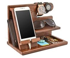 Made of 100% natural wood from an ash tree, this charging station/organizer is the perfect solution for emptying his pockets at the end of every day. He can charge his cell phone, place his keys, change, watch, glasses, and wallet in different sections of the organizer. Wooden Phone Holder, Wood Phone Stand, Diy Wood Projects, Wood Crafts, Woodworking Projects, Woodworking Plans, Docking Station, Key Holder Wallet, Watch Organizer