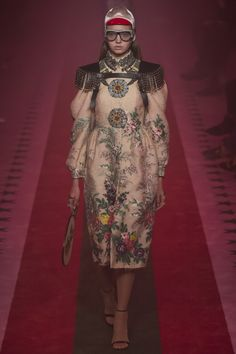 http://www.vogue.com/fashion-shows/spring-2017-ready-to-wear/gucci/slideshow/collection