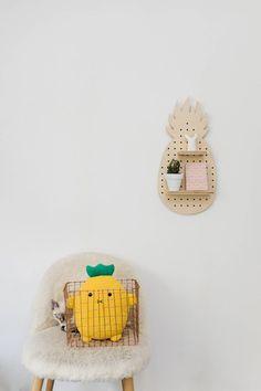 Pegboard panneau perforé en bois en forme d'ananas | Etsy fabriqué en france détail déco style minimaliste scandinave à personnaliser  #mif #madeinfrance #pegboard #etage #kidsroom #chambreenfant #nursery #scandnavianhome #baleine Idee Diy, Pen Holders, Deco, Pineapple, Create Yourself, Style Minimaliste, Shapes, Etsy, Plank