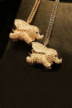 eek. quite possibly the cutest elephant necklace ever.
