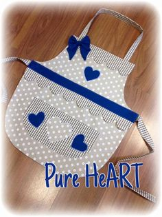 Small Sewing Projects, Sewing Patterns For Kids, Sewing Hacks, Sewing Crafts, Childrens Aprons, Paper Purse, Cute Aprons, Sewing Aprons, Apron Designs