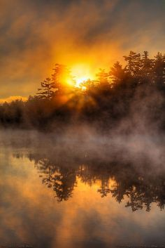 photo scenery I love mornings like this when the air is crisp and a thick morning mist covers the landscape. This shows echo Lake in Fayette, Maine, part of Kennebec County in the southw All Nature, Amazing Nature, Beautiful World, Beautiful Images, Foto Picture, Man Photo, Echo Lake, Beautiful Sunrise, Belle Photo