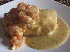 Merluza con Salsa de Gambas Fish Recipes, Seafood Recipes, Cooking Recipes, Healthy Recipes, Recipies, Tapas, How To Cook Fish, Seafood Dishes, Mediterranean Recipes