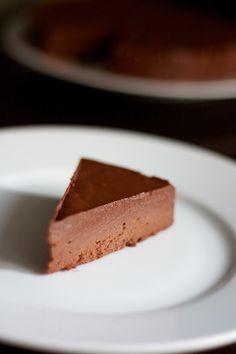 """Fondant au Chocolat Sans Cuisson {pour une version végétale utiliser du lait & de l'huile de coco - ça n'en sera que """"+ sain"""" et bien meilleur ;}"""