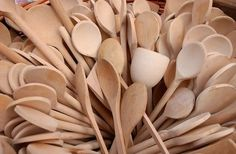 How to Season Wooden Spoons With Coconut Oil thumbnail #Woodenspoons