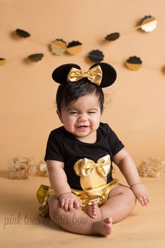 Minnie mouse outfit-Minnie mouse bloomers- black and gold minnie-minnie mouse-minnie mouse party-minnie mouse birthday by GlitterMeBaby on Etsy https://www.etsy.com/listing/489455279/minnie-mouse-outfit-minnie-mouse