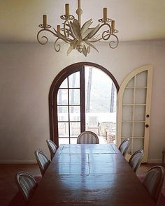 Enjoy your Friday! #goodmorning #setlife #furstcastle #filmlocation #eventvenue #LosAngeles #california #diningroom #interior