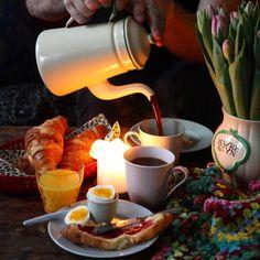 Saturday means breakfast for hours. // Lördag betyder frukost lääänge, med melodikryss, virkning, croissanter och ganska mycket kaffe. #februarifoton #minfrukostidag #kammebornia #frukost #breakfast #frühstück #crochet #swedishgrace #tulpaner #tulips #melodikrysset Croissant, Moscow Mule Mugs, Hygge, Kaffe, Tableware, Instagram Posts, Food, Dinnerware, Crescent Roll