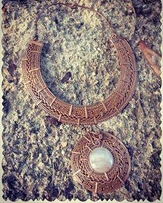 32 отметок «Нравится», 4 комментариев — Marcelo Martinez (@cobrenativo) в Instagram: «#nativocopper #copper #copperjewelry #copperwire #copperearrings #copperbracelet #coppernecklace…» Copper Jewelry, Wire Jewelry, Beaded Jewelry, Jewelry Necklaces, Handmade Jewelry, Jewlery, Viking Knit Jewelry, Wire Weaving, Wire Wrapped Jewelry