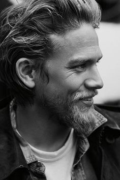 Charlie Hunnam sons of anarchy- he reminds me of brad Pitt Sons Of Anarchy, Beards And Mustaches, Moustaches, Hot Beards, Jax Teller, Gemma Teller, James Franco, Brad Pitt, Look At You