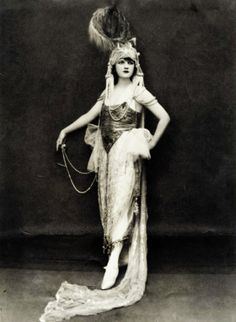 vintagegal:   Ziegfeld Follies showgirl Jessie Reed by Edward Thayer Monroe c. 1920