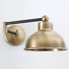 Schwenkbare Wandlampe, z.B. als Leselampe am Bett von Atelier MB