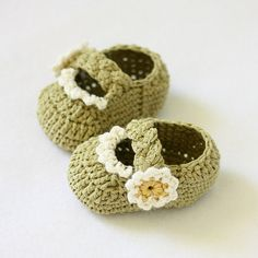 Instant download - Crochet PATTERN (pdf file) - Daisy Braided Strap Booties (0-6,6-12 months)