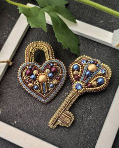 Bead Embroidery Jewelry, Beaded Embroidery, Beaded Jewelry, Bead Embroidery Tutorial, Beaded Earrings Native, Beaded Brooch, Women's Brooches, Brooches Handmade, Beads And Wire